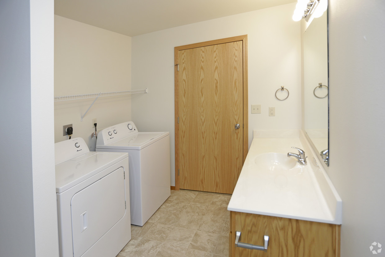 1 BR Bath / Laundry - Desoto Estates